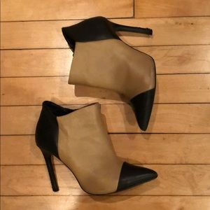 ShoeMint Size 5.5 Black and Tan Bootie